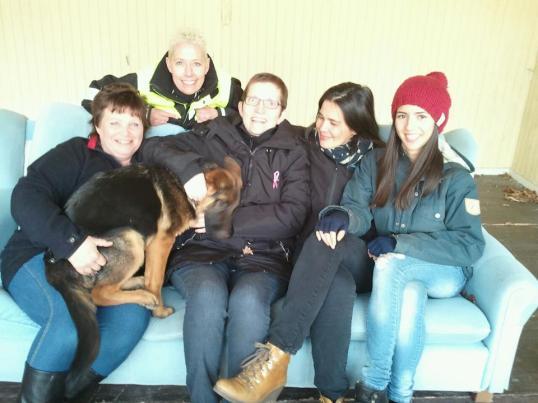 Tjejligan! Från höger. Chanell, Agnes, Anki, Cicci, jag och så lilla Luna i knät.